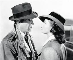 De arriba a abajo: con Humphrey Bogart en 'Casablanca', con Cary Grant en 'Encadenados' y con Liv Ullman en 'Sonata de otoño'.