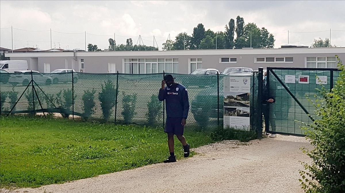Balotelli, en el momento en que se le ha denegado el acceso a los entrenamientos.