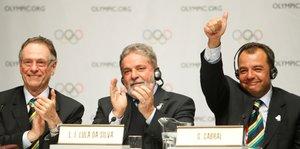 Sergio Cabral, exgobernador de Río de Janeiro, junto a Lula da Silva, expresidente de Brasil.
