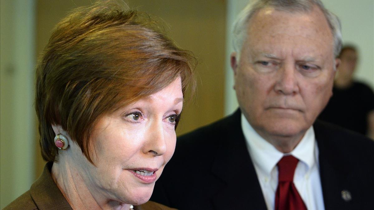 Brenda Fitzgerald, junto al gobernador de Georgia, en octubre del 2014.