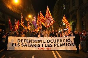 Cabecera de la manifestación por una ocupación digna en Barcelona.