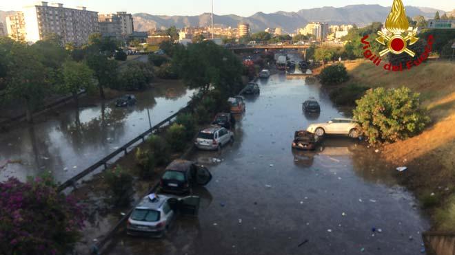 Calles arrasadas en Palermo tras el aluvión más cuantioso en dos siglos.