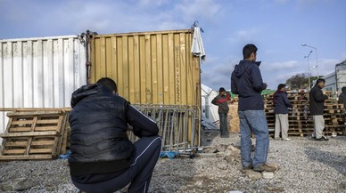 Varias decenas de refugiados, heridos en Lesbos al ser atacados por ultras