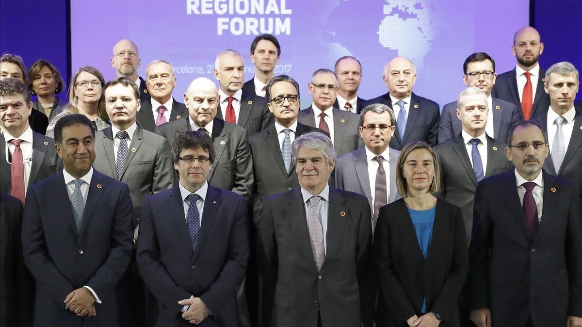 Carles Puigdemont y Alfonso Dasits en la reunión de la Unión por el Mediterráneo, en enero del 2017.