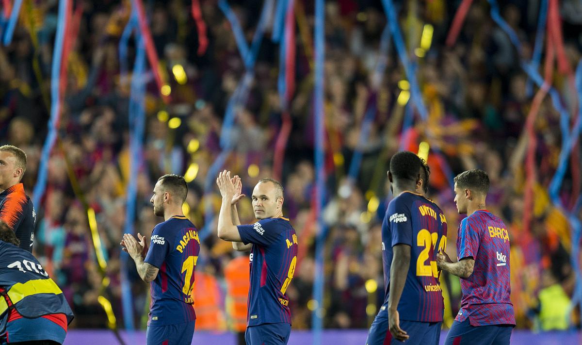 Celebración del título en el Camp Nou, tras el clásico.