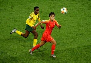 Shuang Wang, la estrella china, de rojo, durante el pasado Mundial de fútbol disputado en Francia.
