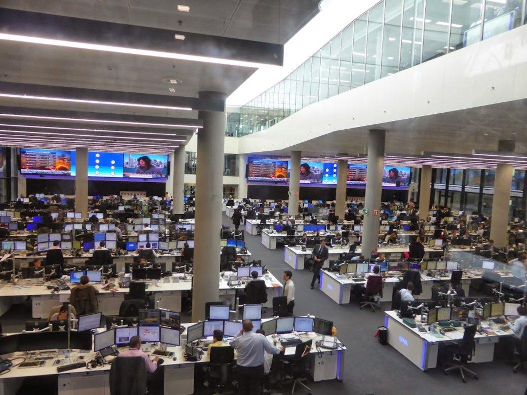 Imagen de uno de los departamentos de BBVA en la ciudad financiera