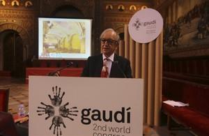 Josep Maria Tarragona, durante su ponencia sobre el supuesto gaudí inédito de la plaza de la Virreina.