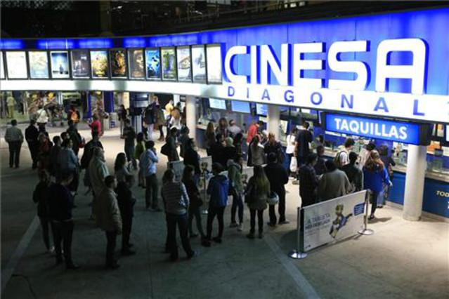 Colas en el Cinesa de Diagonal en motivo de la Fiesta del Cine.