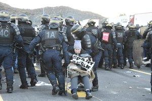 Desalojo de manifestantes de Tsunami Democràtic en La Jonquera