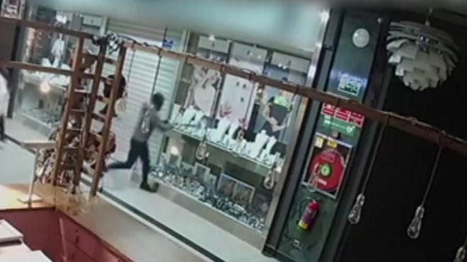 Detenidos 11 ladrones que robaban en Barcelona por el método del alunizaje.