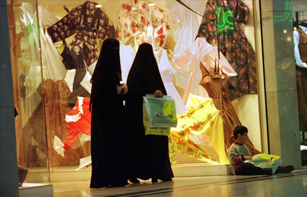 Dos mujeres en Riad, Arabia Saudí.