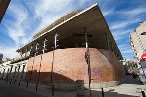 El edificio donde estará ubicada la futura Escola Municipal de Música de Sants, en la esquina de las calles de Miquel Àngel y de Papin.