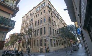 El edificio que acogió la Sedería Fàbregas, en la calle del Robí, 30-36.