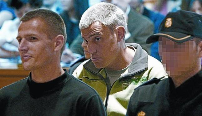 Els etarres Igor Portu (esquerra) i Mattin Sarasola, durant el judici per latemptat de la T-4, a lAudiència Nacional, al maig.