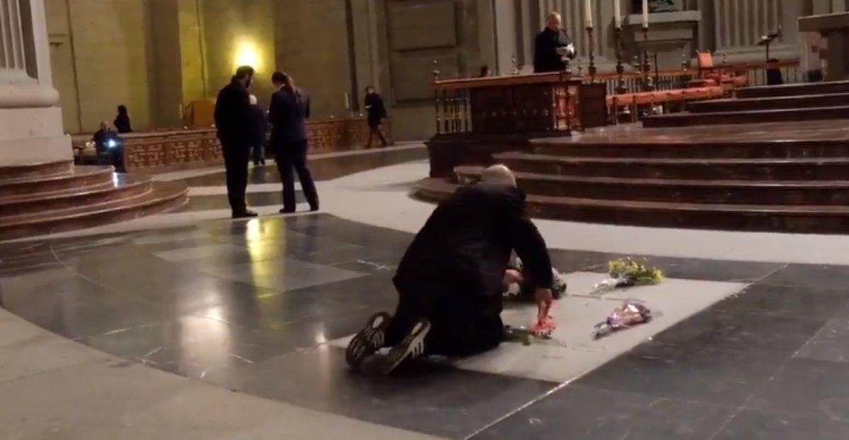 Detenido por pintar la tumba de Franco