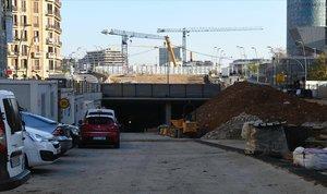 La entrada de los túneles de la plaza de las Glòries, en obras.