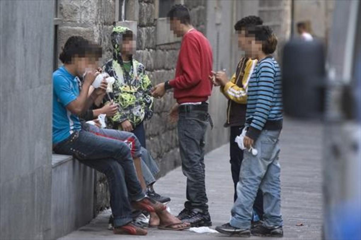 Menores esnifando cola en la calle de las Egipcíaques.