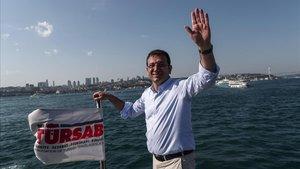 Ekrem Imamoglu durante la campaña electoral.
