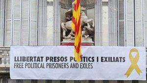 Foto de la pancarta del balcón de la Generalitat que Torra ha colgado en Twitter.