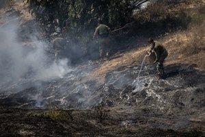 El lanzamiento de globos incendiarios y con explosivos por grupos de jóvenes con la cara cubierta en la última semana ha provocado decenas de incendios en territorio israelí.