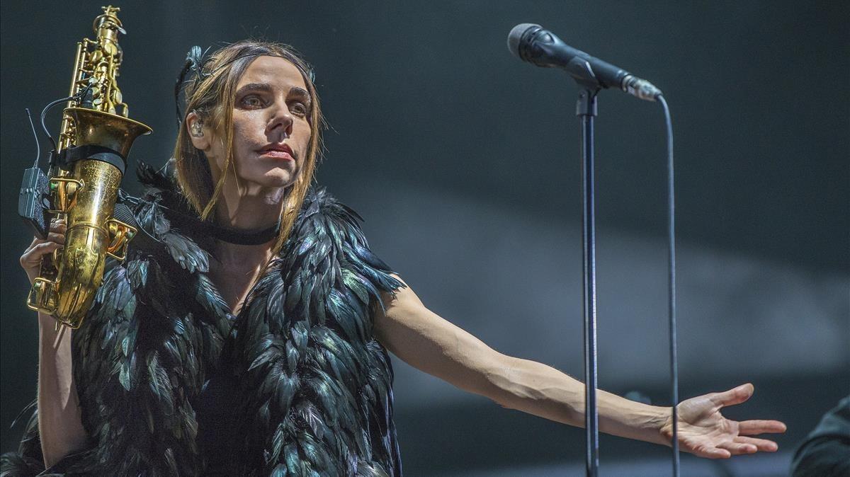 PJ Harvey, durante su concierto en el Poble Espanyol de Barcelona.