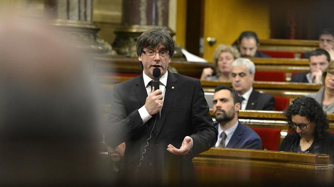 Intervenció del president Carles Puigdemont al Parlament després de la suspensió de la Conselleria d'Exteriors.