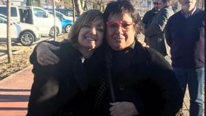 Las 'exconselleres' Bassa y Borràs, tras salir de la cárcel, en una foto difundida por ERC.