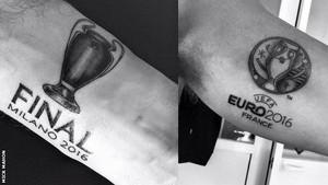 Los tatuajes del árbitro inglés Mark Clattenburg.