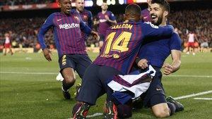 Luis Suárez celebra el gran gol que abría el camino del triunfo en el minuto 85.
