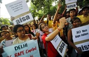 Manifestación en el 2015 en Nueva Delhi de estudiantes contra las violaciones a mujeres en la India.