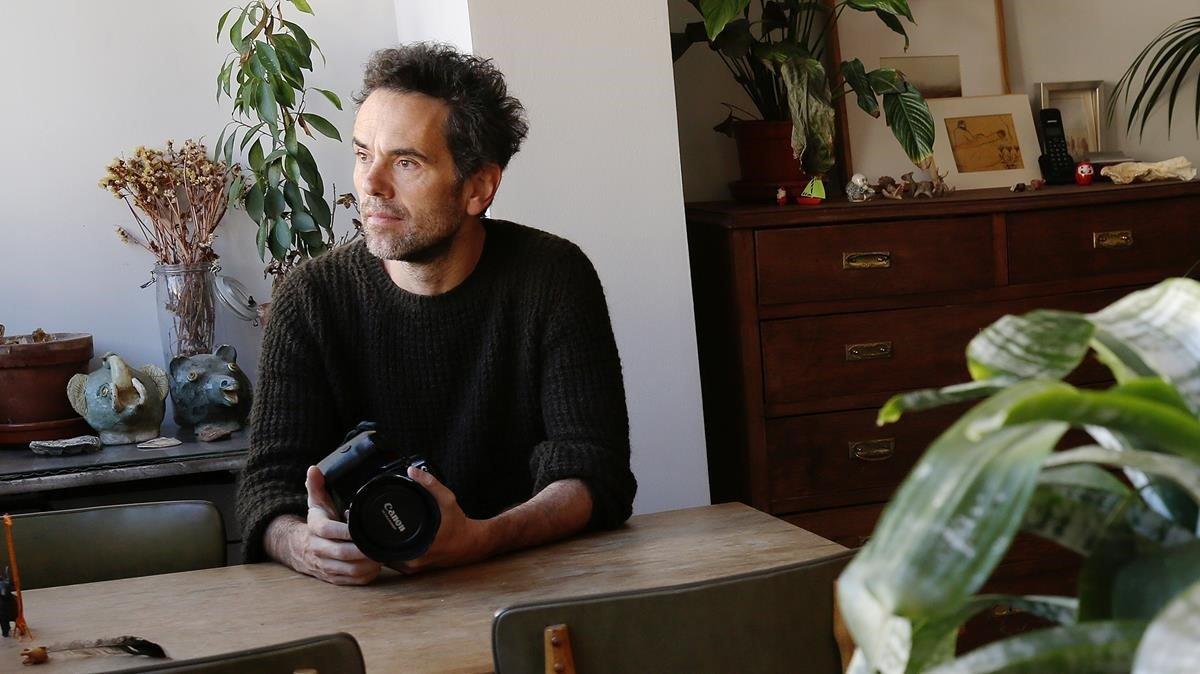 Mauro Herce, fotografiado en su casa de Barcelona