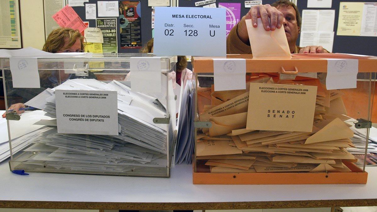 Mesa electoral de unas elecciones anteriores.