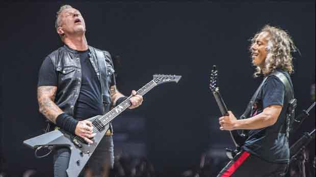 Metallicainterpreta Peret al Palau Sant Jordi.