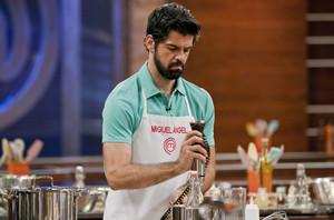 Miguel Ángel Muñoz, en plena elaboración culinaria en la final de Masterchef Celebrity.