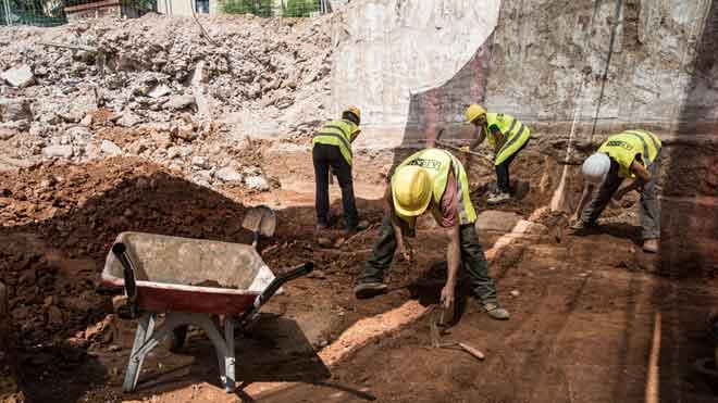 La troballa d'una necròpolis retardarà les obres de la nova Audiència de Barcelona