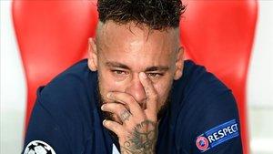 Neymar, desolado, tras perder la final de la Champions en el estadio Da Luz de Lisboa.