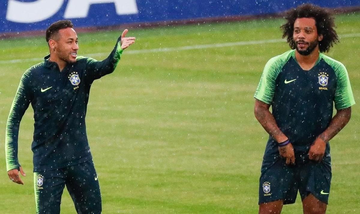Neymar y Marcelo, en el entrenamiento de Kazan.