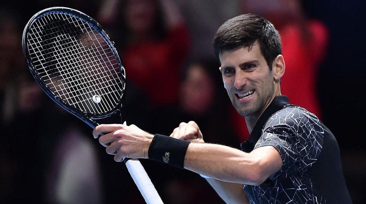 Novak Djokovic celebra uno de sus puntos ganadores en Londres.