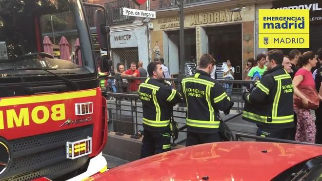 Nueve heridos leves en el metro de Madrid al estallar el ordenador de una pasajera.