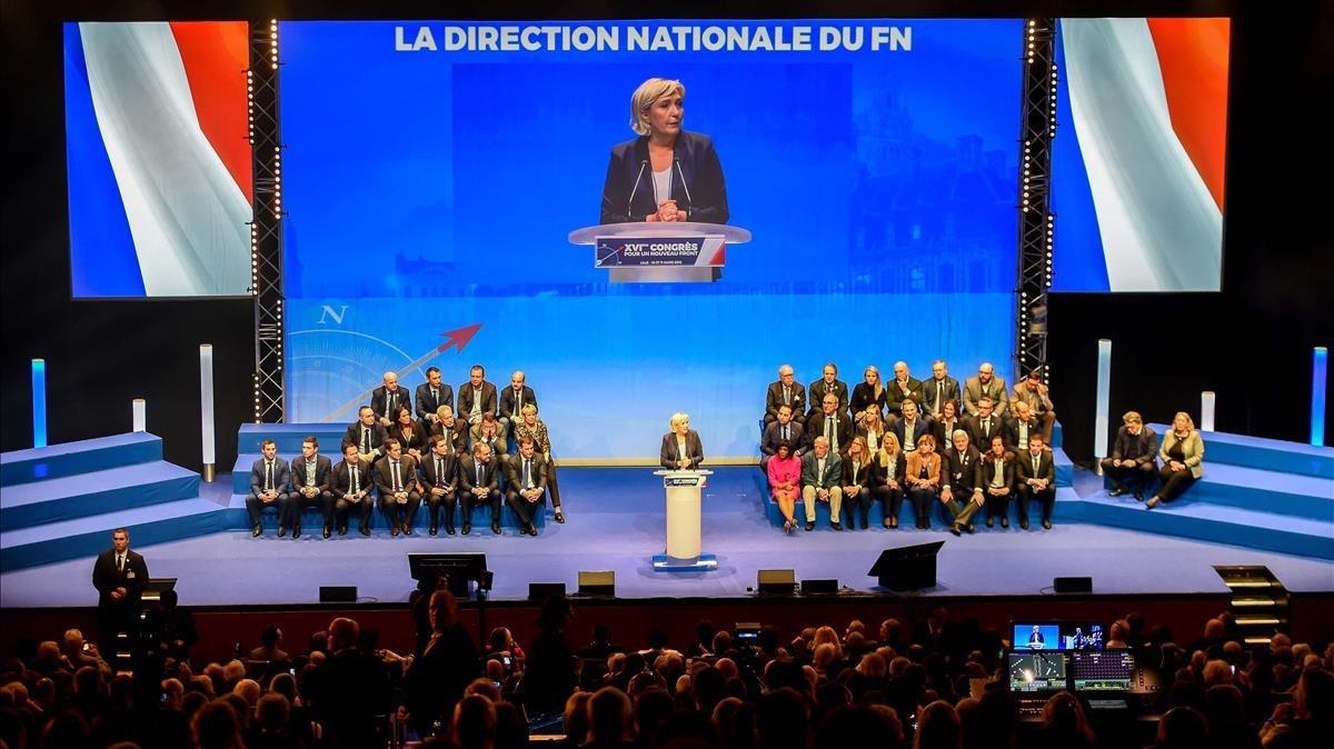Marine Le Pen interviene en el congreso del Frente Nacional en Lille.