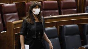 La portavoz de Junts per Catalunya en el Congreso, Laura Borràs, abandona el hemiciclo, el pasado 25 de junio.