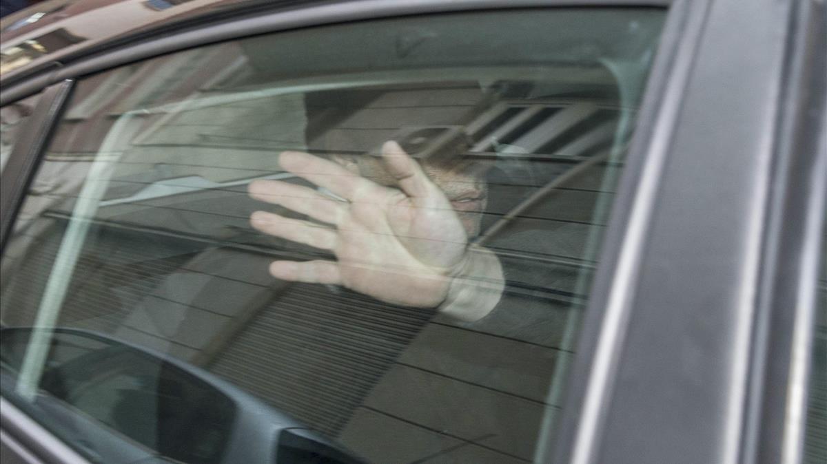 Quique Pina, durante su traslado a Madrid para ser interrogado.