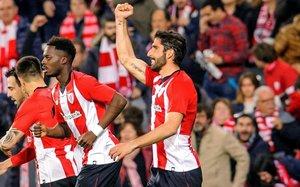 Raúl García celebrando un gol del Athletic Club de Bilbao ante el Eibar
