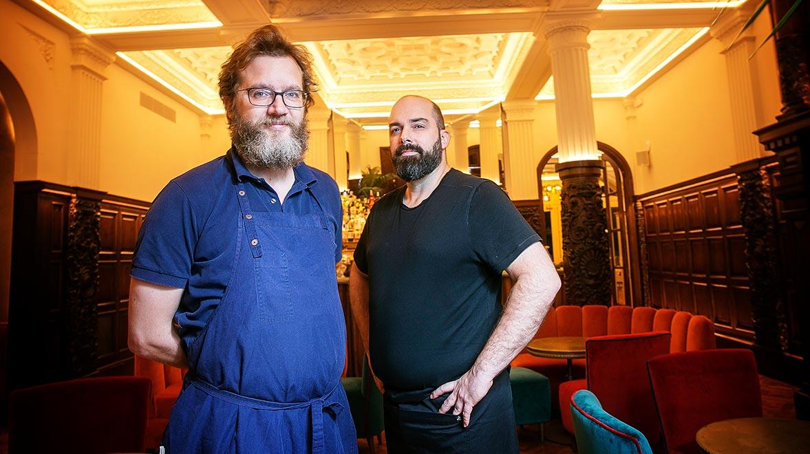 Rafa Peña i Jaime Tejedor, del Rilke, que ensenya com preparar guatlles amb porros.