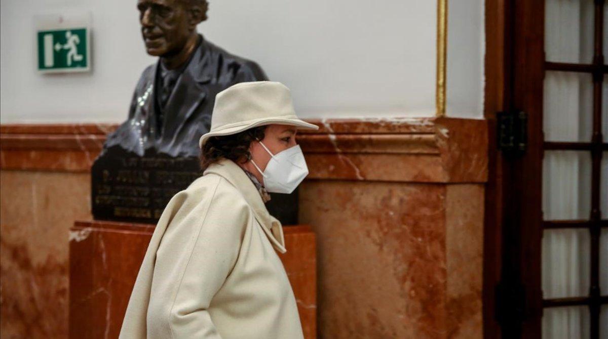 La presidenta de la Comisión del Pacto de Toledo, Magdalena Valerio, antes de entrar en el pleno del Congreso el 20 de octubre.