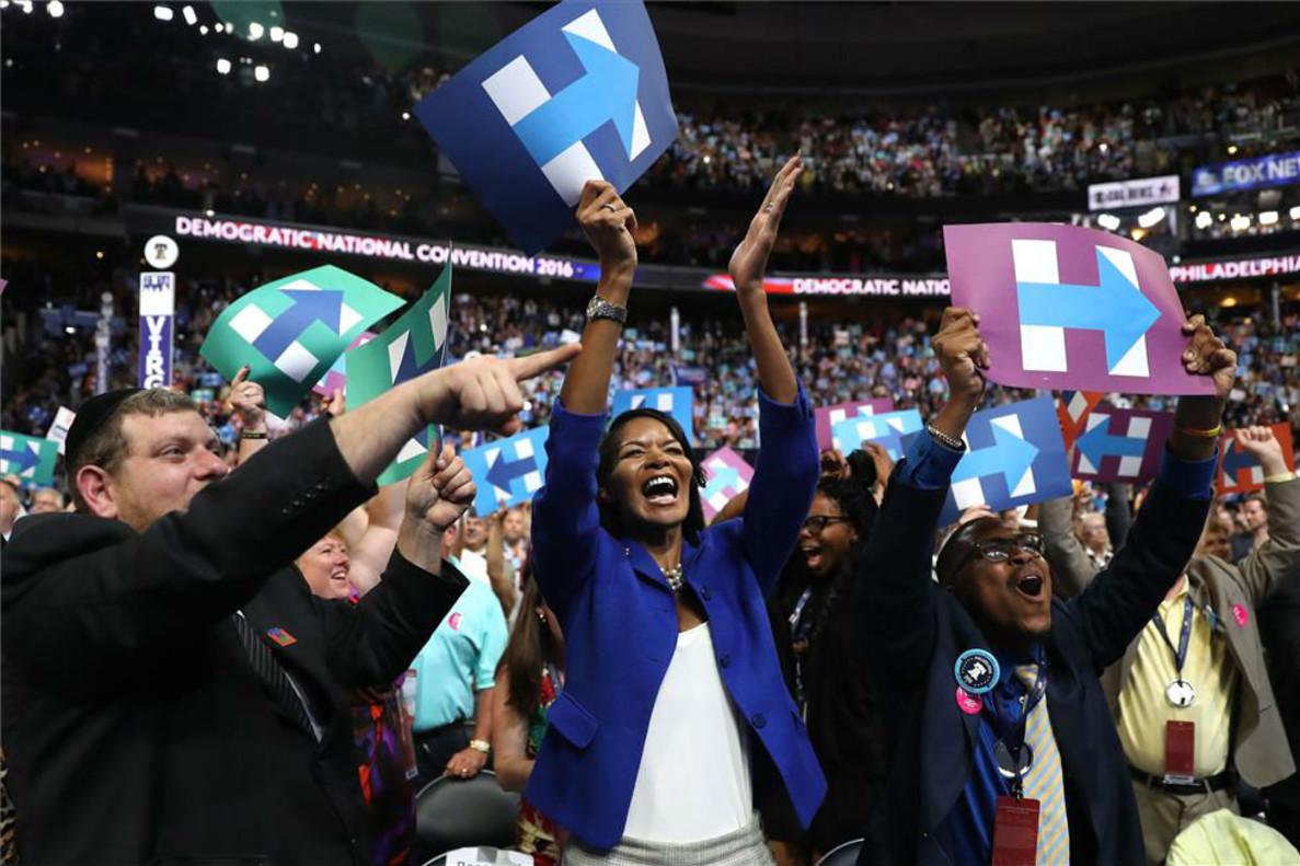 Seguidores de Clinton celebran la nominación de la exsecretaria de Estado como primera mujer candidata a la Casa Blanca.