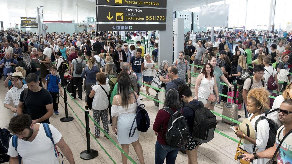 Consulta los servicios mínimos ante la huelga en el aeropuerto de Barcelona de este fin de semana