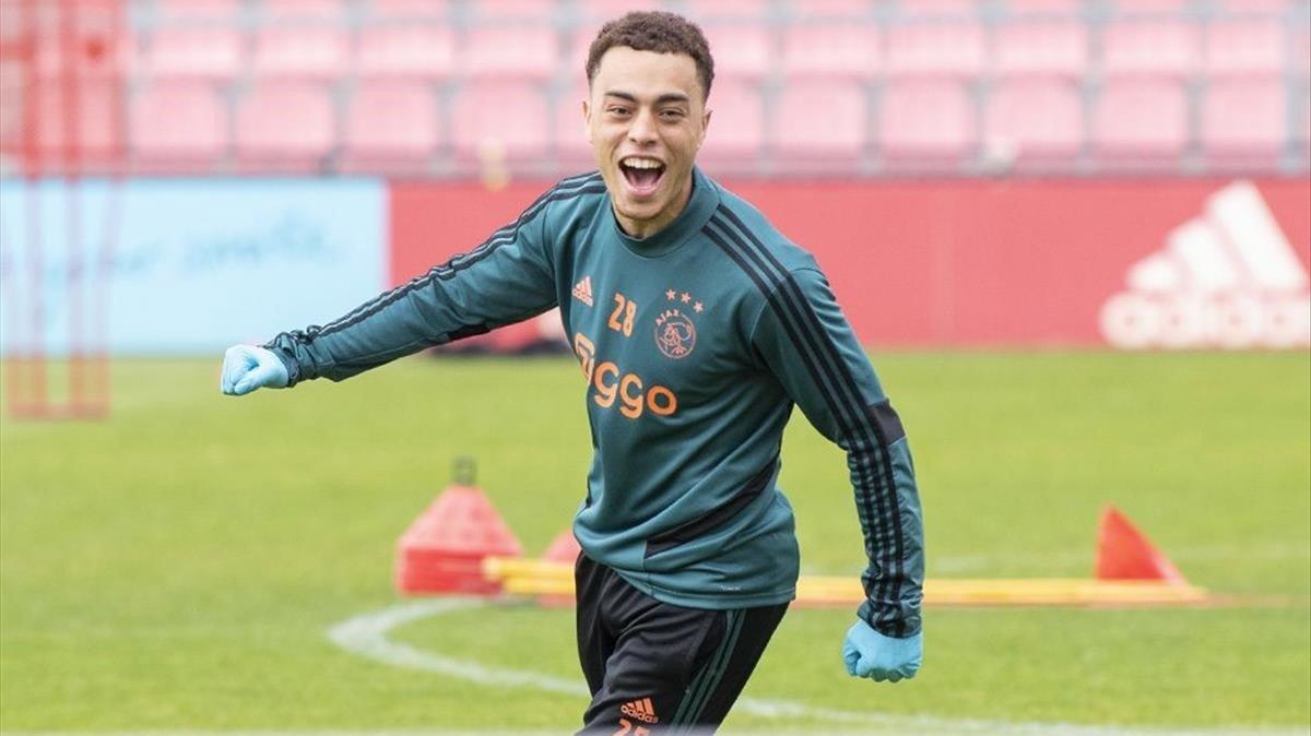 Sergiño Dest, en un entrenamiento del Ajax.