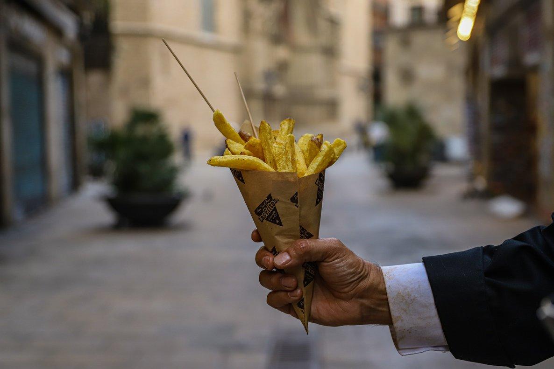 Un cono de patatas fritas de Las Fritas.